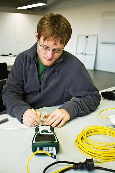 Student mit Datalogger